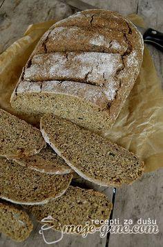 Beskvasni hleb sa semenkama 200g integralnog graham brašna 200g raženog brašna 150g heljdinog brašna 1 kašičica sode bikarbone 1 kesica praška za pecivo 500ml mlake vode 1 kašika semenki suncokreta 1 kašika semenki bundeve 1 kašika semenki lana 1 kašika semenki susama 100ml maslinovog ulja pola kašike kalijumove soli pola kašičice kumina 1 kašičica belog luka u granulama