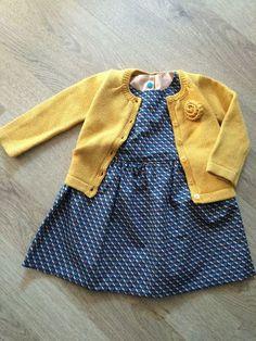 De welbekende Grace-jurk van Emma en Mona (gratis patroon kan je vinden op de blog van Emma en Mona, klik hier) Ik maakte de jurk voor de eerste keer, mijn nichtje werd 1 jaar, een meisje en een jurk, Sewing For Kids, Fashion Kids, Sewing Clothes, Dressmaking, Baby Love, Baby Gifts, Sewing Projects, Knitting, Crochet