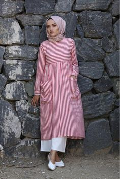Striped tunic (New) Young Hijab Modest Fashion Hijab, Modern Hijab Fashion, Pakistani Fashion Casual, Pakistani Dresses Casual, Casual Hijab Outfit, Islamic Fashion, Muslim Fashion, Abaya Fashion, Fashion Outfits