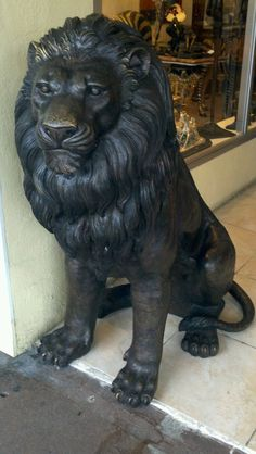 Liob from miracle mile Wood Carving Designs, Wood Carving Art, Animal Sculptures, Sculpture Art, Compound Wall Design, Ganesha Pictures, Adornos Halloween, Like A Lion, Art Prompts