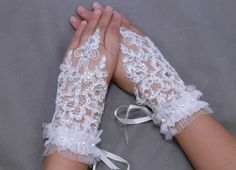 Flower gloves, Rose lace gloves, Ivory lace gloves, lace golves,fingerless gloves,pearl gloves,cream white gloves, wedding gloves - a pair