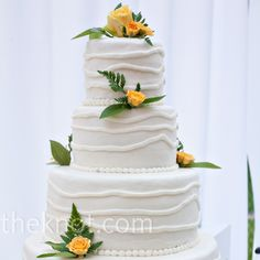 Allison and Tyler served up a lemon cake covered in white chocolate frosting and adorned with yellow roses. Fancy Cakes, Cute Cakes, Wedding Sweets, Wedding Cakes, Beautiful Cakes, Amazing Cakes, White Chocolate Frosting, Wedding Cake Fresh Flowers, Traditional Wedding Cake