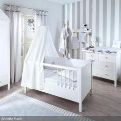 Annette Frank Kollektion 'Kleiner Hund' für ein klassisch eingerichtetes Babyzimmer im grau und weiß.