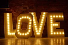 cientouno: Diy lighting wedding Rustic Diy Love Marquee Letter Wedding Lights Using Warm White Festoon Lights Diy Candy Diy Marquee Light Letters Diy Tutorials Inspiration Marquee Letters, Marquee Lights, Diy Letters, Festoon Lights, Canopy Lights, Green Wall Decor, Wedding Reception Lighting, Fairy Lights Wedding, Diy Outdoor Weddings