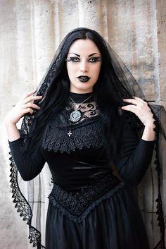 Model: Kali Noir Diamond  Photo: Vanic Photography  Dress & veil: Sinister / The Gothic Shop  Welcome to Gothic and Amazing |www.gothicandamazing.com
