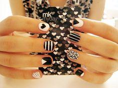 love the nails ♥ _ Black and White Nails _ Nail Polish Get Nails, Fancy Nails, Love Nails, How To Do Nails, Pretty Nails, Hair And Nails, Chic Nails, Pink Nails, Nail Art Designs