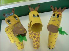 Animals amb tubs de cartró