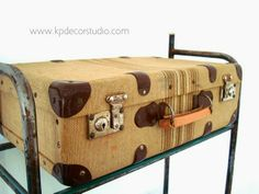 Baúles y maletas antiguas para decoración. Arcones de madera antiguos en valencia