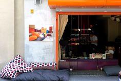 Individuell gefertigte Bodenkissen für den Innen- und Außenbereich von ADAM PILLOWS.