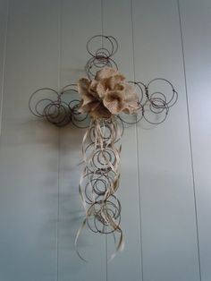 Items similar to Rustic Bed Spring Cross with Burlap and Raffia on Etsy Bed Spring Crafts, Spring Projects, Spring Art, Wire Crafts, Crafts To Make, Arts And Crafts, Rusty Bed Springs, Rustic Bedding, Gray Bedding
