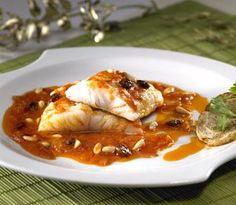 Bacalao con Pasas y Piñones | Recetas Pescanova http://www.pinterest.com/pepigarrucho/recetas-para-cocinar/