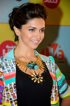 http://hq-bollywood.blogspot.in/search/label/Deepika Padukone?updated-max=2014-02-14T21:44:00-08:00