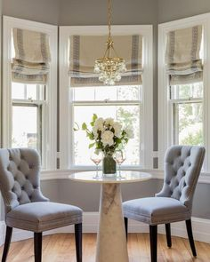 Small kitchen bay window gorgeously displays a round marble pedestal dining table paired with gray tufted nailhead dining chairs under a Robert Abbey Mini Bling Chandelier. Bay Window Decor, Bay Window Living Room, Window Table, Dining Room Windows, Bay Window Curtains, Bay Window Kitchen, Gypsy Curtains, Window Glass, Glass Kitchen