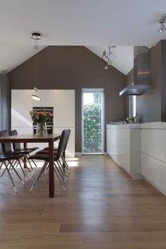Moderne witte keuken door Het Fundament Interieurarchitecten
