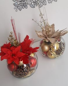 In this DIY tutorial, we will show you how to make Christmas decorations for your home. The video consists of 23 Christmas craft ideas. Noel Christmas, Christmas Balls, Simple Christmas, Christmas Wreaths, Christmas Ornaments, Easy Christmas Decorations, Christmas Centerpieces, Christmas Flower Arrangements, Decoration Table