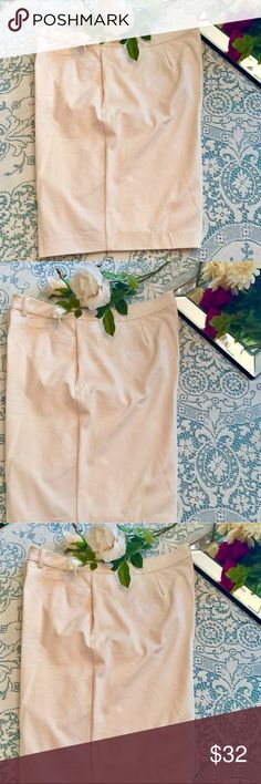 """Eggshell Bermuda Shorts NWT These are by Isaac Mizrahi Live! And are 21"""" in length so are a great city short/walking short. It is a true size 18W. Fabrication is 52% cotton, 41% rayon and 7% spandex. Great piece! 🎀🎀 Isaac Mizrahi Live! Shorts Bermudas"""