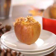 Cheesecake-Stuffed Apples Stuffed with cheesecake and topped with caramel sauce, buttered graham cracker crumbs and walnuts--these upgraded baked apples are the ultimate autumn dessert. Apple Recipes, Fall Recipes, Baking Recipes, Sweet Recipes, Dessert Recipes, Baking Desserts, Snacks Recipes, Dinner Recipes, Delicious Desserts