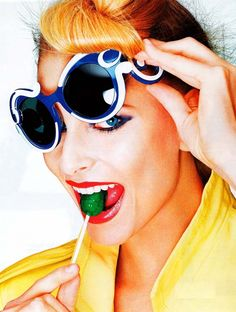 Colorful Party! Ray Ban Sunglasses Outlet, Stylish Sunglasses, Sunglasses Online, Oakley Sunglasses, Elle Moda, Prada Baroque Sunglasses, Shady Lady, Portraits, Wearing Glasses