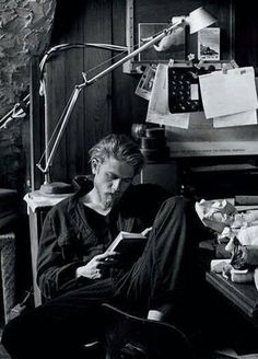 Hi Charlie Hunnam reading. I love you.
