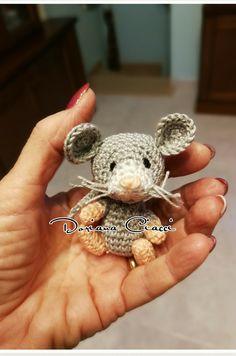 #uncinetto #crochet #amigurumi #mouse #topolino Crochet Mouse, Crochet Amigurumi, Amigurumi Toys, Crochet Baby, Knit Crochet, Crochet Toys Patterns, Amigurumi Patterns, Stuffed Toys Patterns, Crochet Crafts