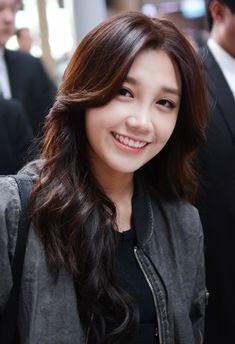 File:Jung Eunji at Incheon airport, 27 March 2015.jpg - Wikimedia ...