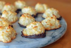 These coconut macaroons, made with sweetened condensed milk, are my favorite. Chewy and moist on the inside, crispy and golden on the outside, they are delicious plain but even more irresistible dipped in chocolate. Cookie Recipes, Dessert Recipes, Frosting Recipes, Macaroon Recipes, Gateaux Cake, The Best, Sweet Tooth, Sweet Treats, Favorite Recipes