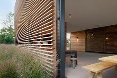 Horizontal louvered screen_Shore House modern-patio