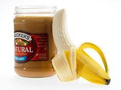 20 Perfect Workout Snacks: Banana with nut butter. This option tops the experts' lists for good reason: A banana offers a perfectly portable source of complex carbohydrates and contains potassium to ward off muscle cramps. And whether you prefer peanut, c Healthy Eating Tips, Healthy Fats, Get Healthy, Healthy Choices, Healthy Snacks, Healthy Recipes, Protein To Build Muscle, Post Workout Snacks, Nut Butter