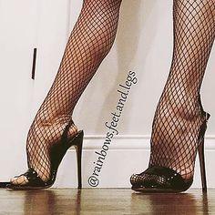 Extreme high arched feet of @rainbows.feet.and.legs ❤️ #arch #arches #archedfeet #higharches #higharchedfeet #curvesfeet #nylon #nylons #fishnet #fishnets #heel #heels #heelsaddict #shoe #shoes...