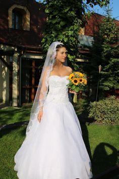 Dobrý den, konečne preposielam fotky šiat. smile emoticon Boli krásne. Dakujem, Pavlína Kalus Ponuka šiat: http://www.salonbetty.sk
