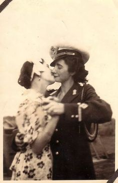 Vintage LGBT – Adorable Photographs of Lesbian Couples in the Past That Make You Always Believe in Love Vintage Lesbian, Vintage Kiss, Vintage Couples, Lesbian Love, Vintage Love, Lesbian Couples, Vintage Woman, Vintage Photographs, Vintage Photos