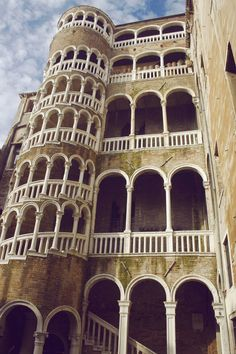 Palazzo Contarini del Bovolo / Venedig, Italien – Mai Spy – Join the world of pin Places In Italy, Oh The Places You'll Go, Places To Travel, Places Ive Been, Venice Travel, Italy Travel, Dream Vacations, Vacation Spots, Palazzo