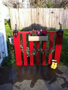 What a cute use of a pallet!