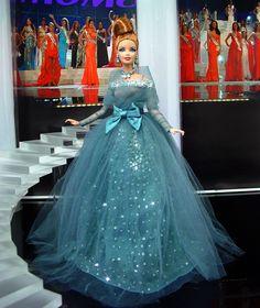 Barbie Miss Delaware 2013 by Ninimomo Dolls Barbie Gowns, Barbie Clothes, Miss Pageant, Manequin, Barbie Miss, Barbie Basics, Ball Skirt, Poppy Parker, Barbie Patterns