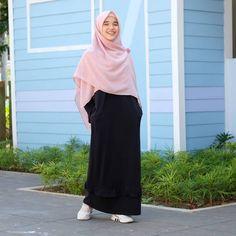 Ideas For Modern Minimalist Fashion Chic Simple Casual Hijab Outfit, Hijab Chic, Ootd Hijab, Street Hijab Fashion, Muslim Fashion, Modest Wear, Minimalist Fashion, Modern Minimalist, Muslim Women