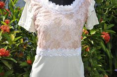 Blusa bege, mangas curtas, tamanho G, aplicação  na frente de renda, cor rosa ,  e gripir branco.    Aceitamos encomendas nos tamanhos P, M, G e GG  e nas cores desejadas! R$40,00