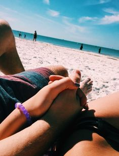 Relationship goals pictures, beach poses, couple shots, i love the beach Couple Beach Pictures, Summer Pictures, Couple Photos, Beach Photos Couples, Cute Couples Goals, Couple Goals, Beach Photography, Couple Photography, Beach Poses