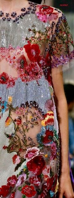 Fashion 2018, Look Fashion, Fashion Details, Fashion Design, Couture Embroidery, Beaded Embroidery, Embroidery Ideas, Embroidery Fashion, Couture Fashion