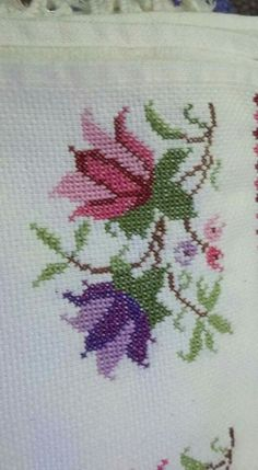 This Pin was discovered by Yas Just Cross Stitch, Cross Stitch Heart, Cross Stitch Borders, Cross Stitch Flowers, Cross Stitch Designs, Cross Stitching, Cross Stitch Embroidery, Embroidery Patterns, Hand Embroidery