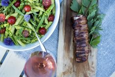 Baconsurret svinefilet med pastasalat