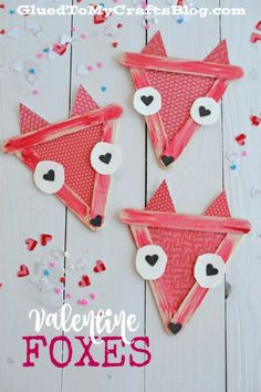 Popsicle Stick Valentine Foxes! A gorgeous and unique valentine for kids to make! #DIYValenintes #foxcrafts #ValentinesDay