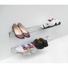 hall de entrada The Wired shoe rack is supplied with a plastic backguard to help keep your wall clea Wall Mounted Shoe Storage, Wall Shoe Rack, Diy Shoe Storage, Diy Shoe Rack, Shoe Racks, Storage Ideas, Boot Storage, Industrial Shoe Rack, Shoe Holders