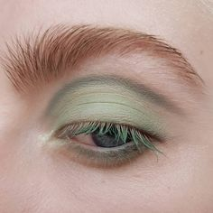 Simple light green makeup look Makeup Goals, Makeup Inspo, Makeup Art, Makeup Eyeshadow, Makeup Inspiration, Hair Makeup, Aesthetic Eyes, Aesthetic Makeup, Colourpop Cosmetics
