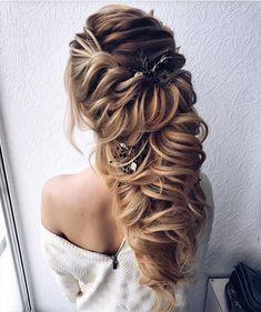 Gorgeous bridal hairstyles ,Braided Wedding hairstyle   hair down hairstyle #messyupdo #bridalupdo #weddinghairstyle #weddingupdo #chignon #weddinghairstyles #bridehair #upstyle #updohairstyles #weddinghair