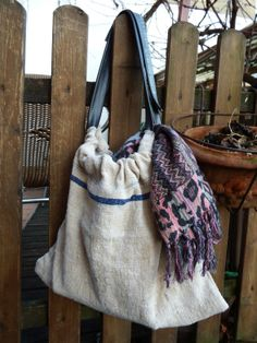 Tasche aus altem Leinensack und Fahrradschlauch / Bag made from old linen bag plus bicycle tube Upcycling