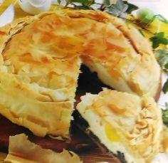 La Torta Pasqualina Tradizionale è una torta, solitamente salata, tipica della Liguria (più precisamente del Genovesato) che viene preparata anche in altre località d'Italia con caratteristiche differenti (talvolta anche in versione dolce). Cotta al forno, è tipica del periodo pasquale.   #Bietole #Cucina Tipica Italiana #Formaggi e Latticini #Liguria #Pasqua #Pasta Sfoglia #Ricotta #Spezie #Torta Salata #Verdure