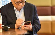 CEO-ul Samsung a fost fotografiat cu un Samsung Galaxy Note 9 în mână; Iată fotografia!