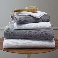 I absolutely love these woodgrain towels.... products-i-want