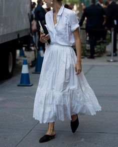 They Are Wearing: New York Fashion Week Spring 2018 Street style at New York Fashion Week spring Looks Street Style, Street Style Summer, Looks Style, New York Fashion Week 2018 Street Style, New York Style, Street Style 2018, Fashion Mode, Look Fashion, Trendy Fashion