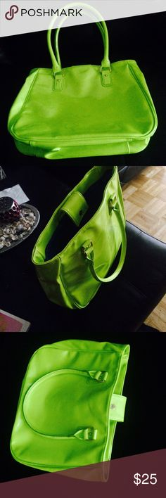 ✅ NWOT ✅ NEON GREEN TRENDY TOTE BAG New without tag. Great condition. Lot of room. NO LOW BALLING. Use offer button. 🙃 I ACCEPT ALL OFFERS 🎉👼🏻 Taylor Swift Bags Totes